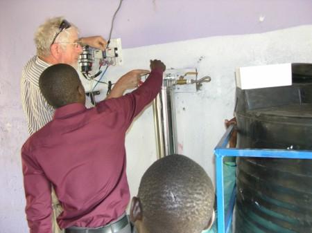 Waterflowsystem wird an Regenwassertank angeschlossen